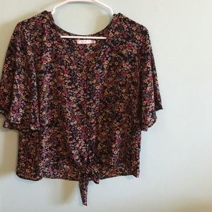 FLORAL NEVER WORN BUTTON UP BLOUSE!!